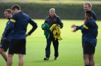 Arsene Wenger conducts Arsenal traininng