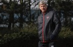 Arsene-Wenger_walking